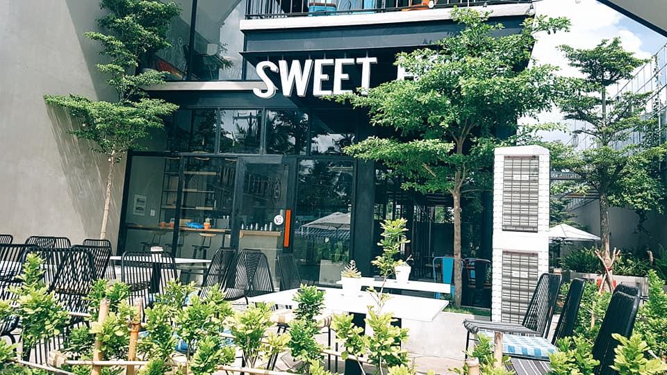 ban-ghe-ngoai-troi-sweet-home
