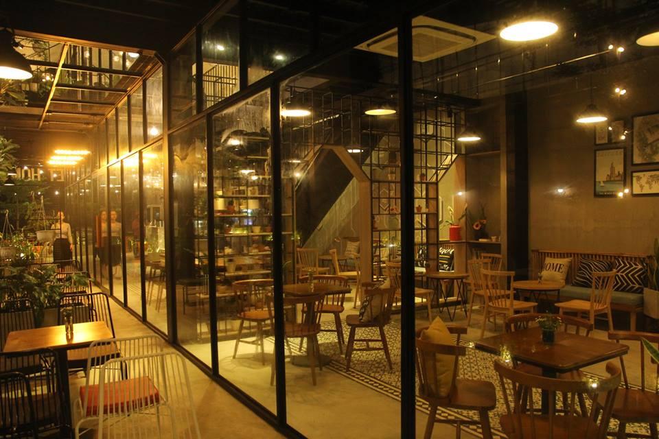 anh-den-dien-noi-bat-tong-mau-ban-ghe-cafe