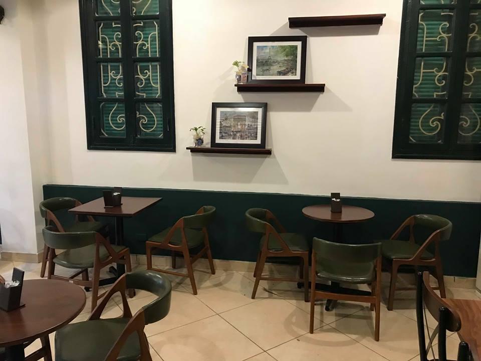 không gian cổ điển với tông màu trầm cho những mẫu bàn ghế nội thất