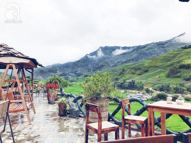 độ bền cao của chất liệu gỗ trong những bộ bàn ghế ngoài trời