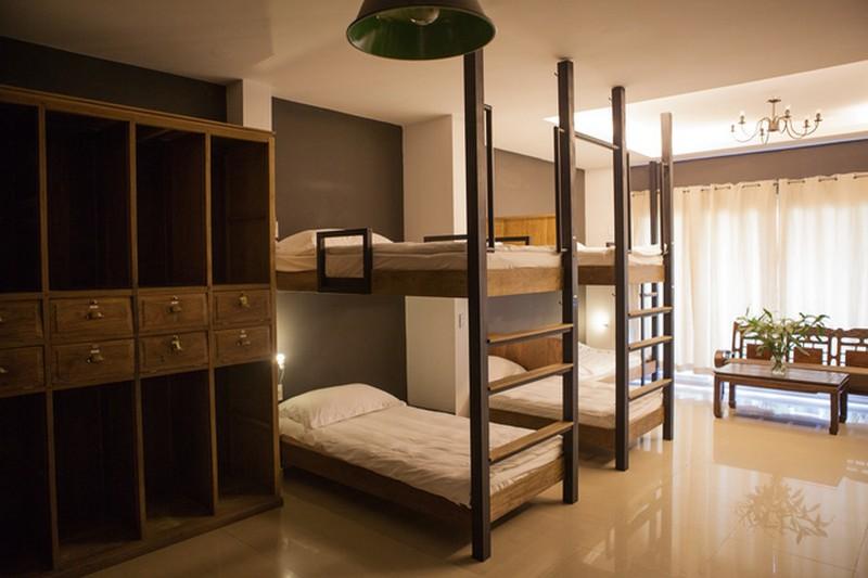bàn ghế giường ngủ kệ tủ trong phòng ngủ homestay trở nên đặc biệt với chất liệu tự nhiên