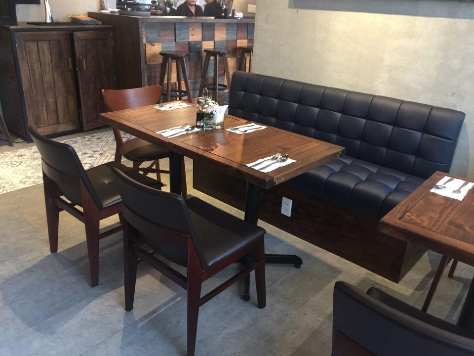 bàn ghế nhà hàng dễ dàng di chuyển vị trí kết hợp mẫu bàn đơn