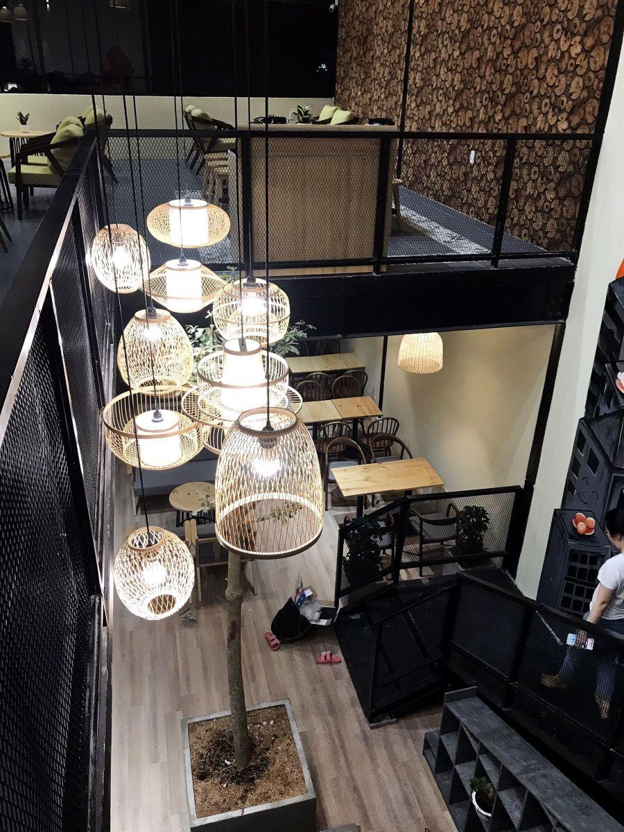 sử dụng đèn treo cao cấp nội thất quán cà phê
