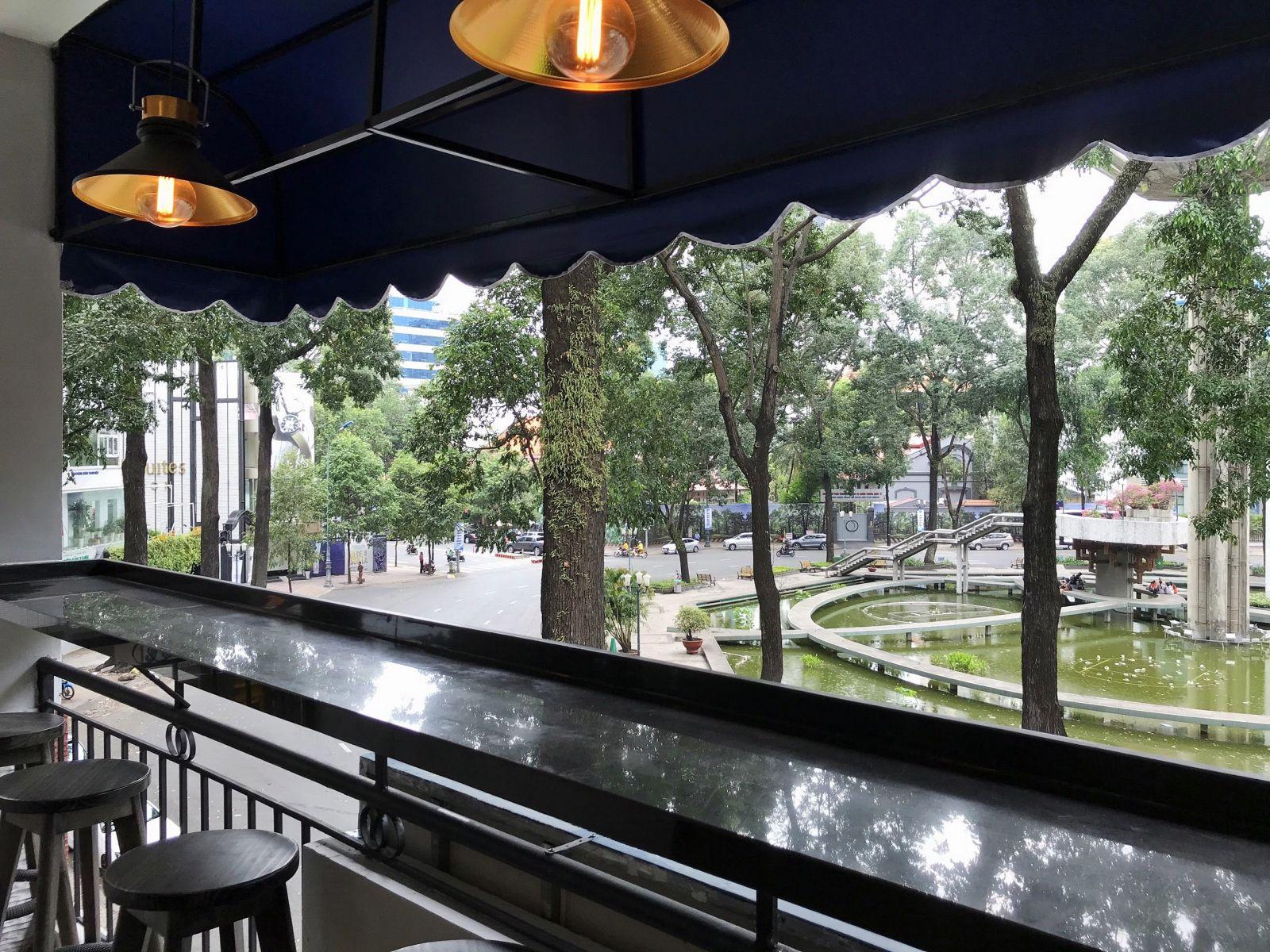 quán cafe hiện đại có tầm nhìn thoáng đẹp
