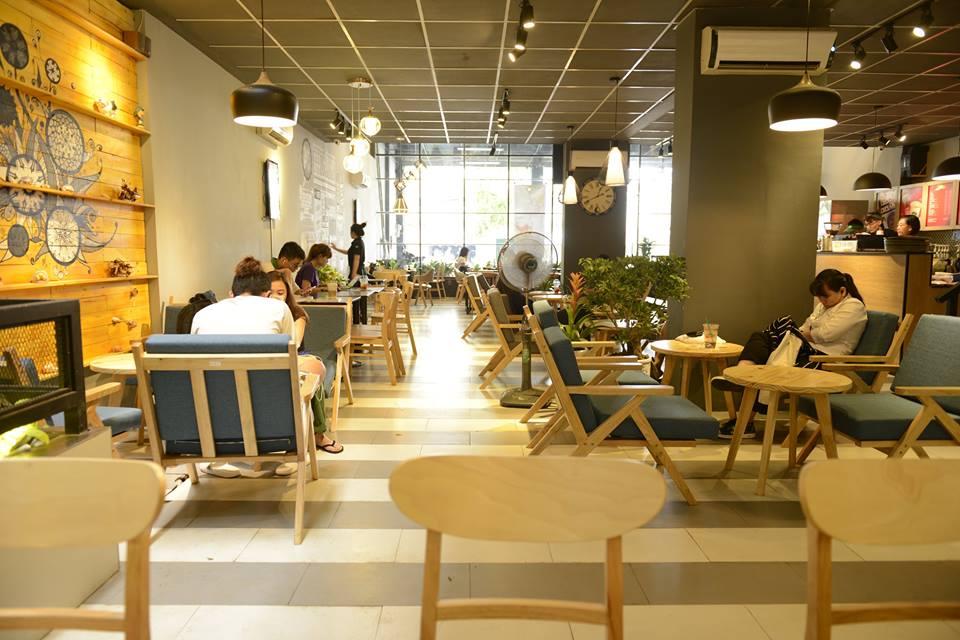 bày trí bàn ghế quán cafe effoc