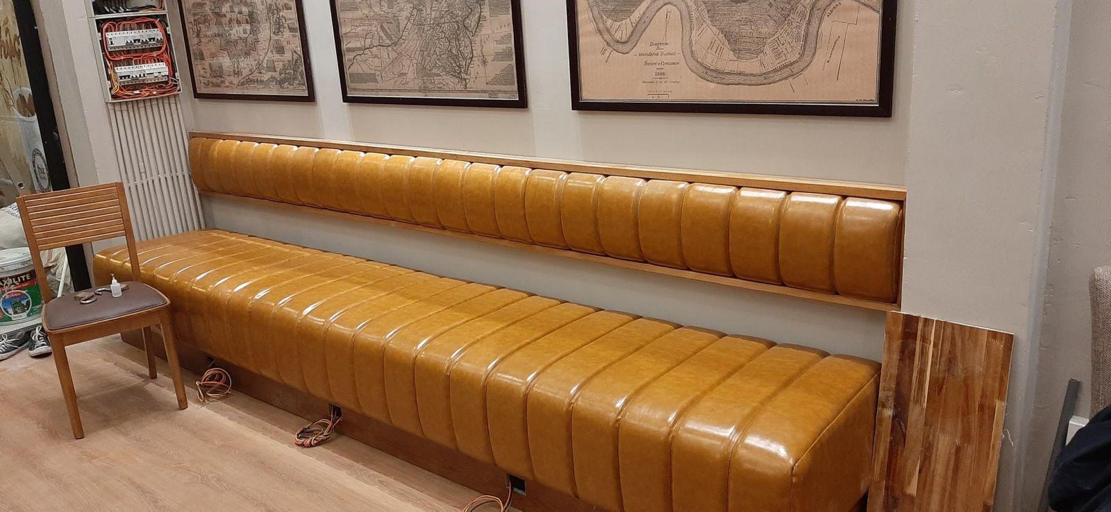 mẫu ghế sofa băng áp tường pcm thiết kế dành cho thức coffee