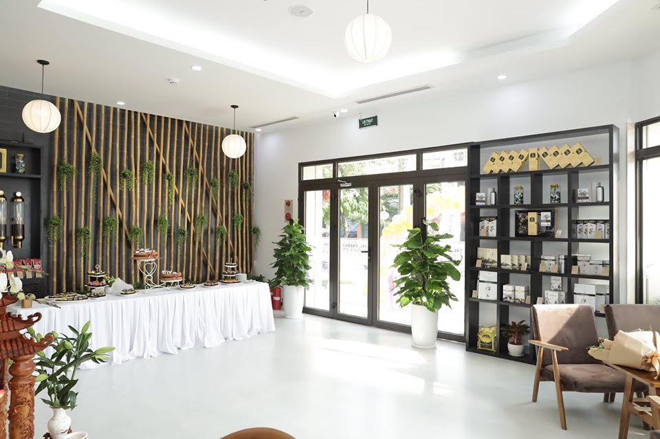 kệ gỗ trang trí nội thất quán cà phê trung nguyên legend