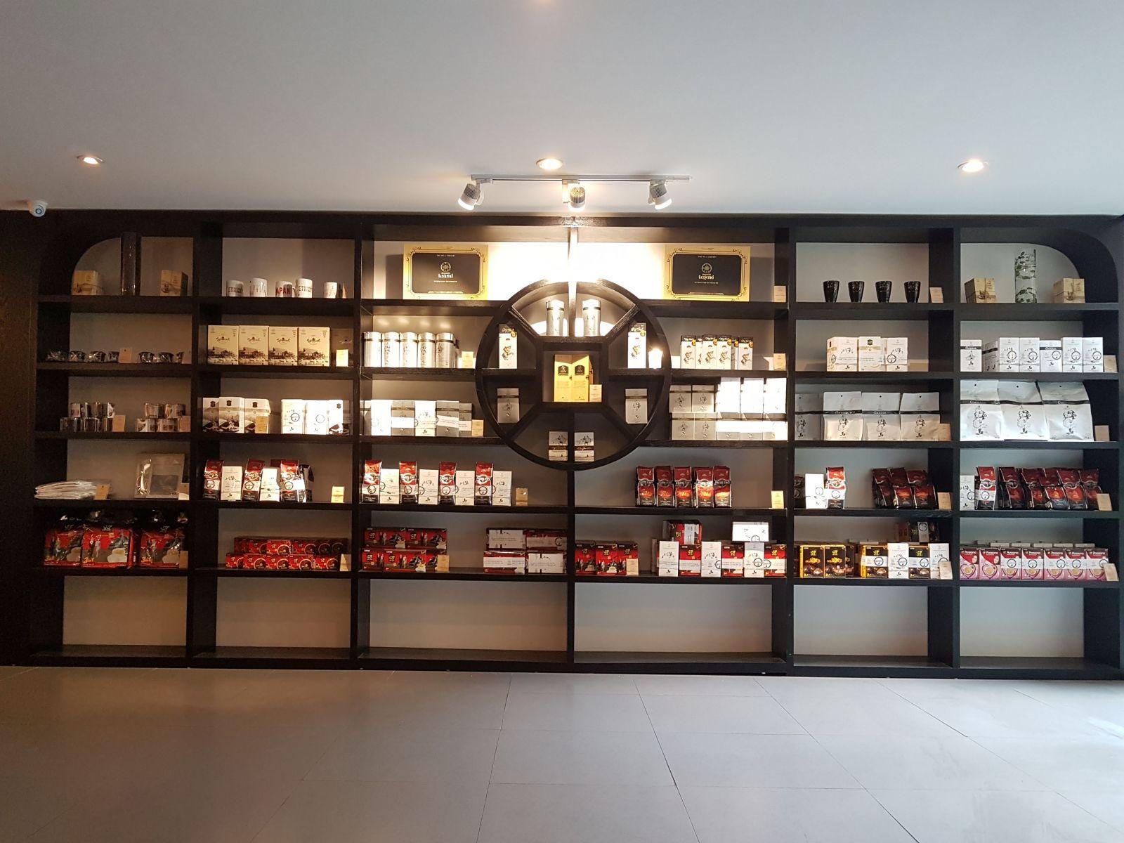 kệ gỗ trang trí nội thất quán cà phê