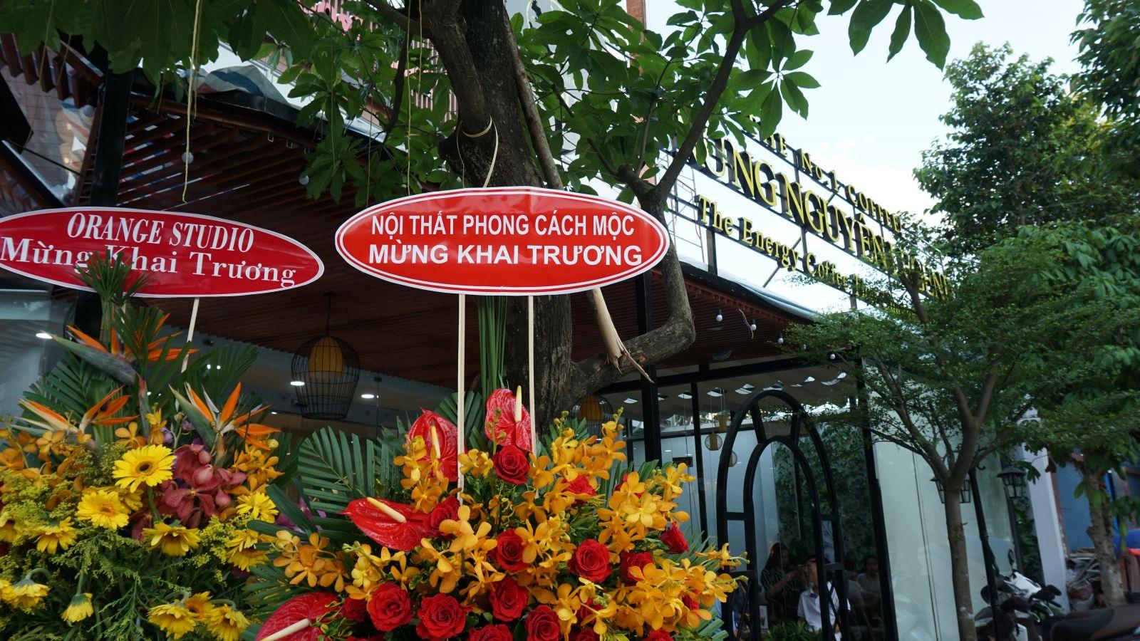 phong cách mộc mừng khai trương trung nguyên legend cafe