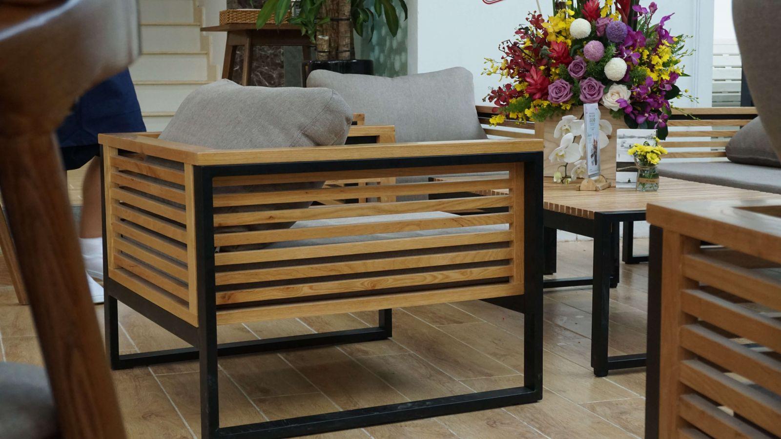 thiết kế mẫu ghế sofa cao cấp cho trung nguyên legend cafe