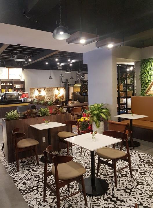 bàn ghế gỗ cao cấp pcm cung cấp cho quán cafe