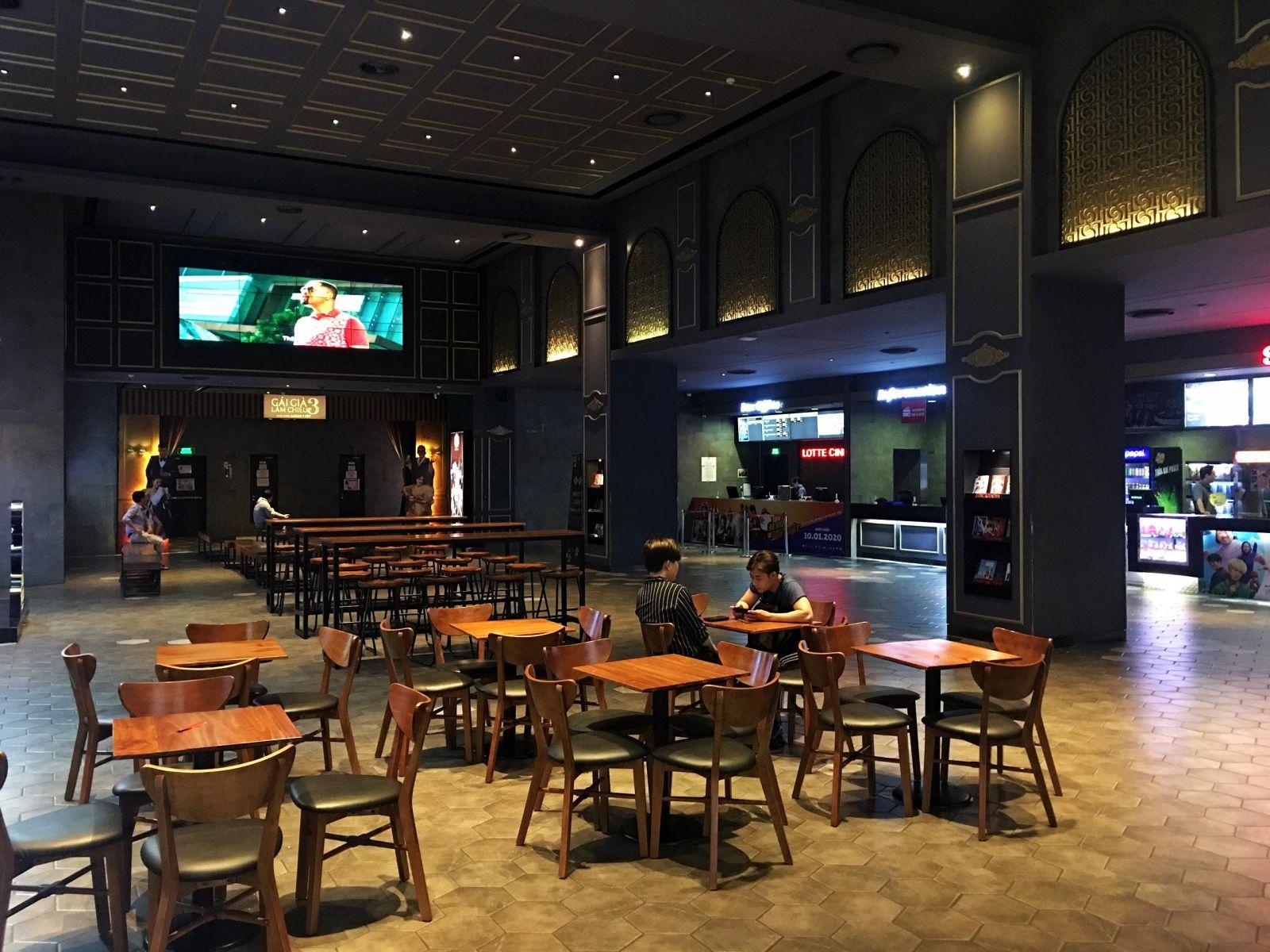 bày trí bàn ghế nội thất tại lotte cinema - gò vấp