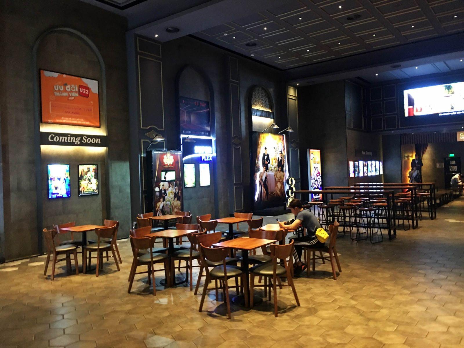 phong cách mộc cung cấp bàn ghế nội thất cho khu vực phòng chờ lotte cinema