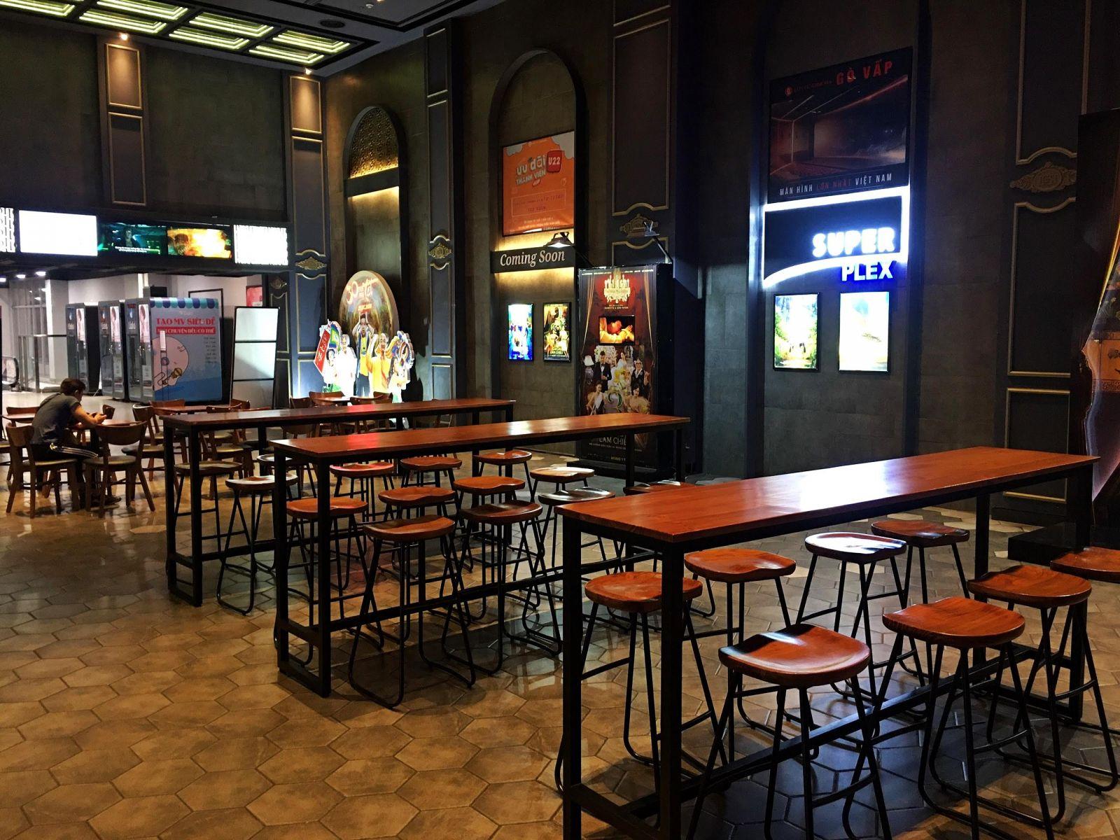 mẫu bàn ghế bar vintage tại lotte cinema