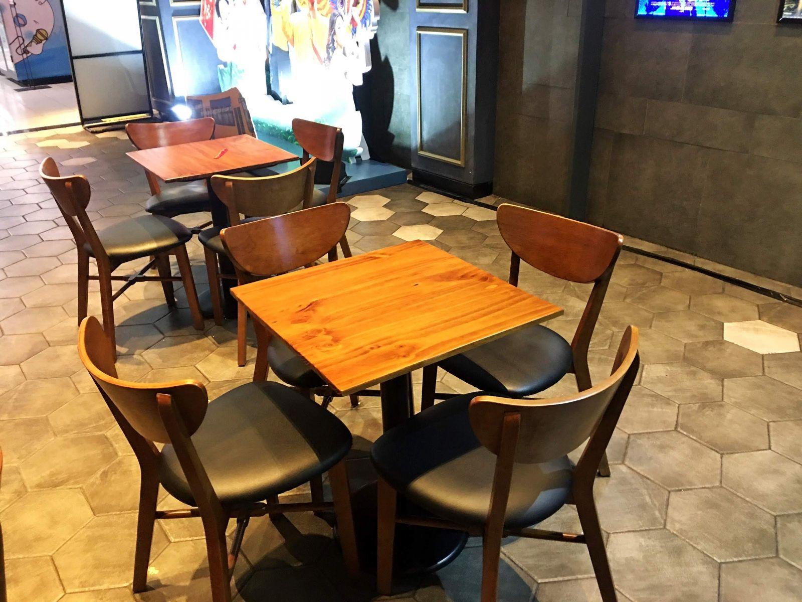 bộ bàn ghế dành cho 4 người ngồi