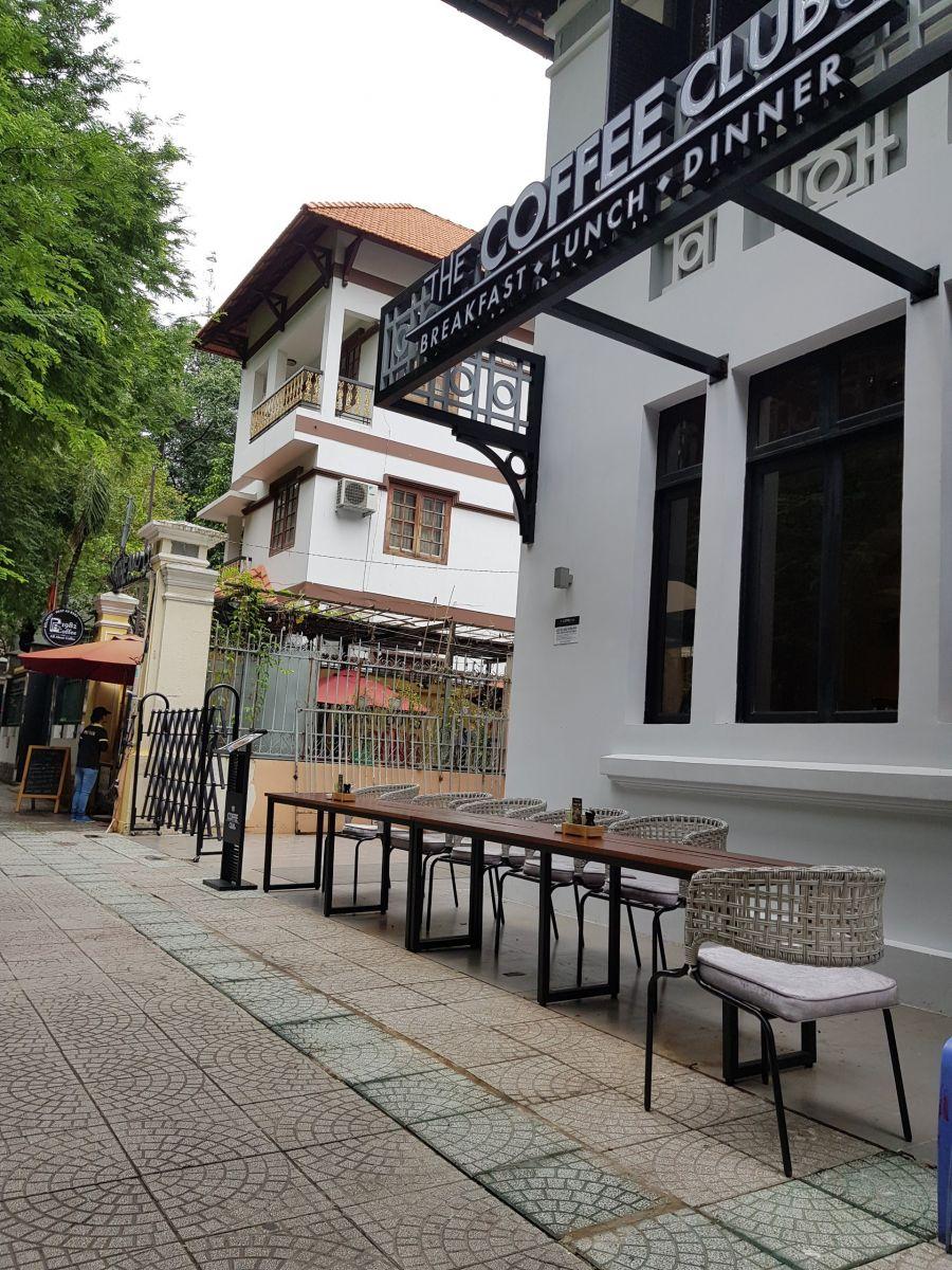 bàn ghế ngoài trời quán cafe
