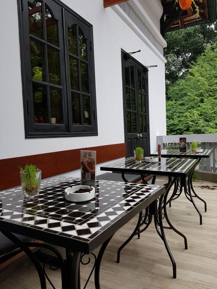 bộ bàn ghế ngoài trời quán cafe