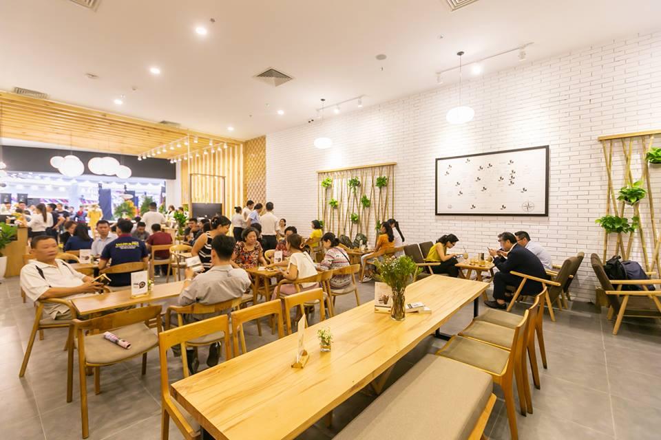 trung nguyên legend cafe luôn thu hút khách hàng