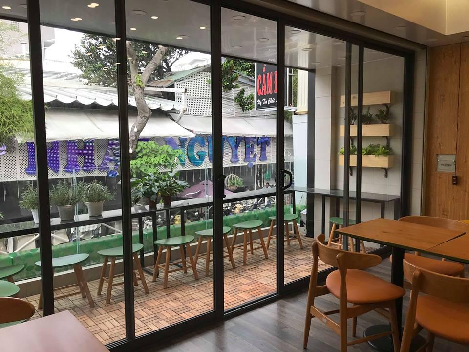 bàn ghế gỗ ngoài trời nhà hàng