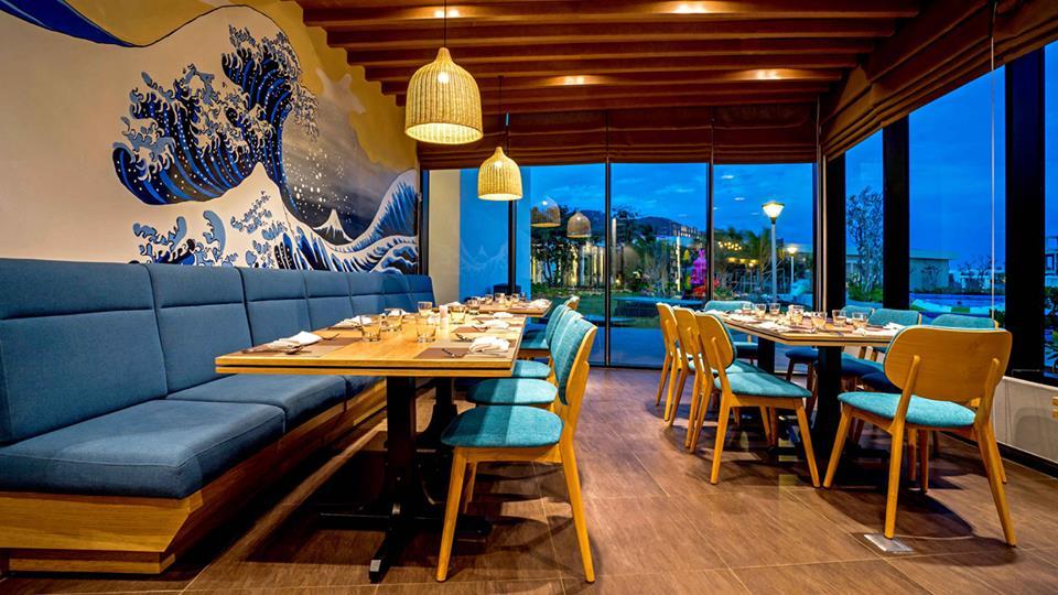 bày trí bàn ghế nội thất nhà hàng