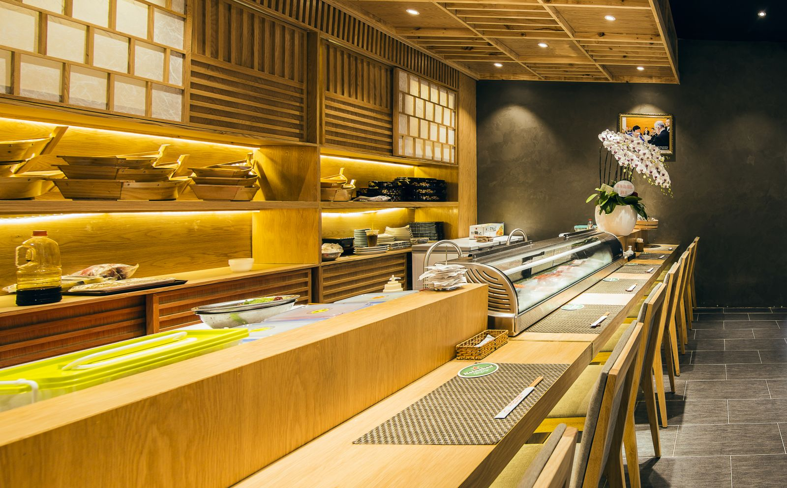 không gian nội thất nhà hàng nhật sushi world