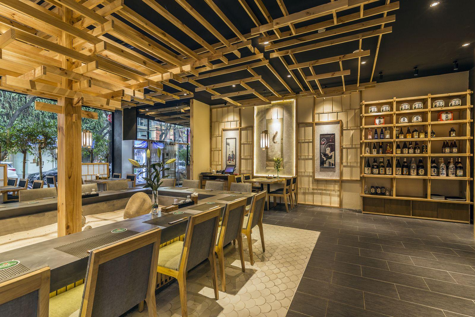 bày trí bàn ghế tại không gian nội thất nhà hàng