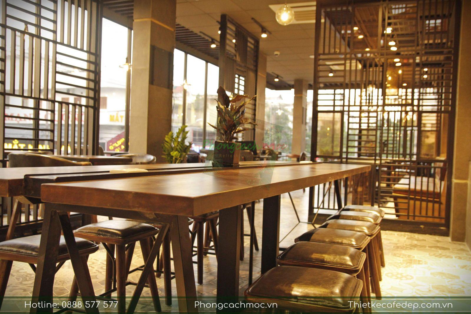 bộ bàn nhóm dành cho 10 người ngồi tại phúc long coffee tea