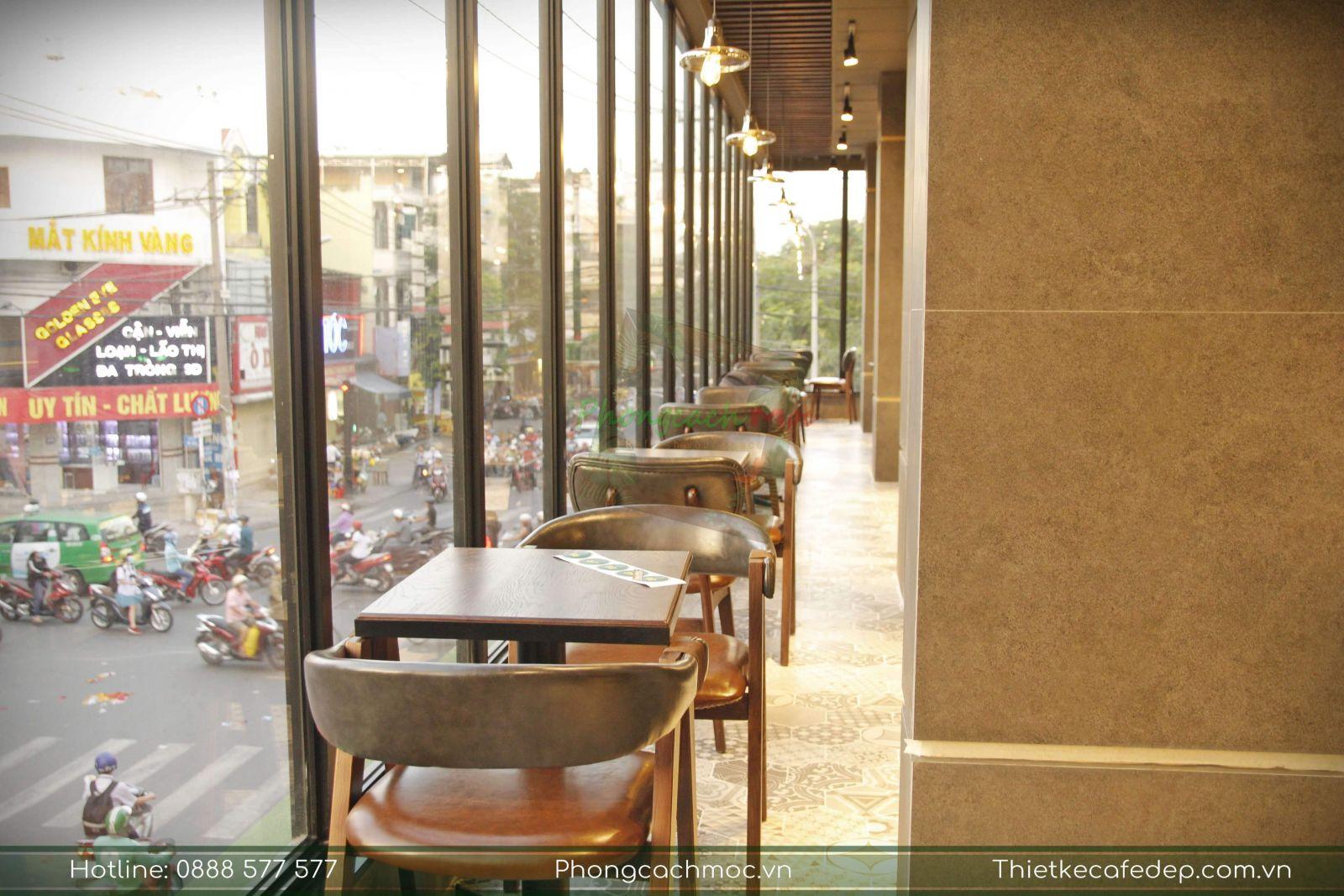 bày trí bàn ghế nội thất quán cafe