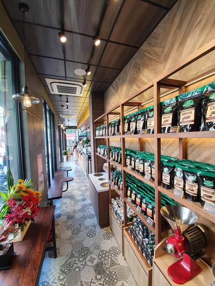 phần kệ gỗ nội thất quán cafe
