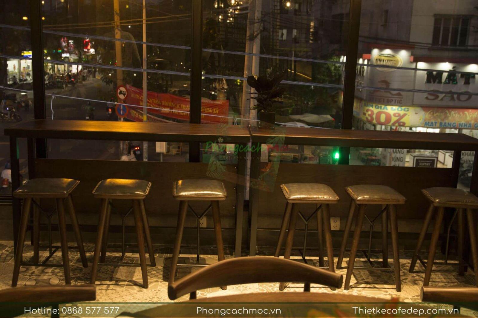 khu vực ghế bar nội thất quán phúc long coffee & tea