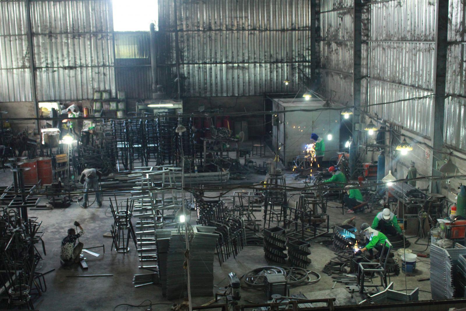 phân xưởng sản xuất bàn ghế nội thất
