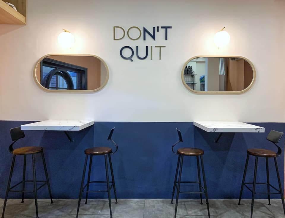 bày trí bàn ghế nội thất nổi bật chủ đề thiết kế hiện đại