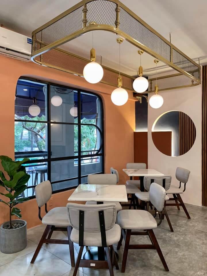 bàn ghế cafe nổi bật chủ đề thiết kế hiện đại