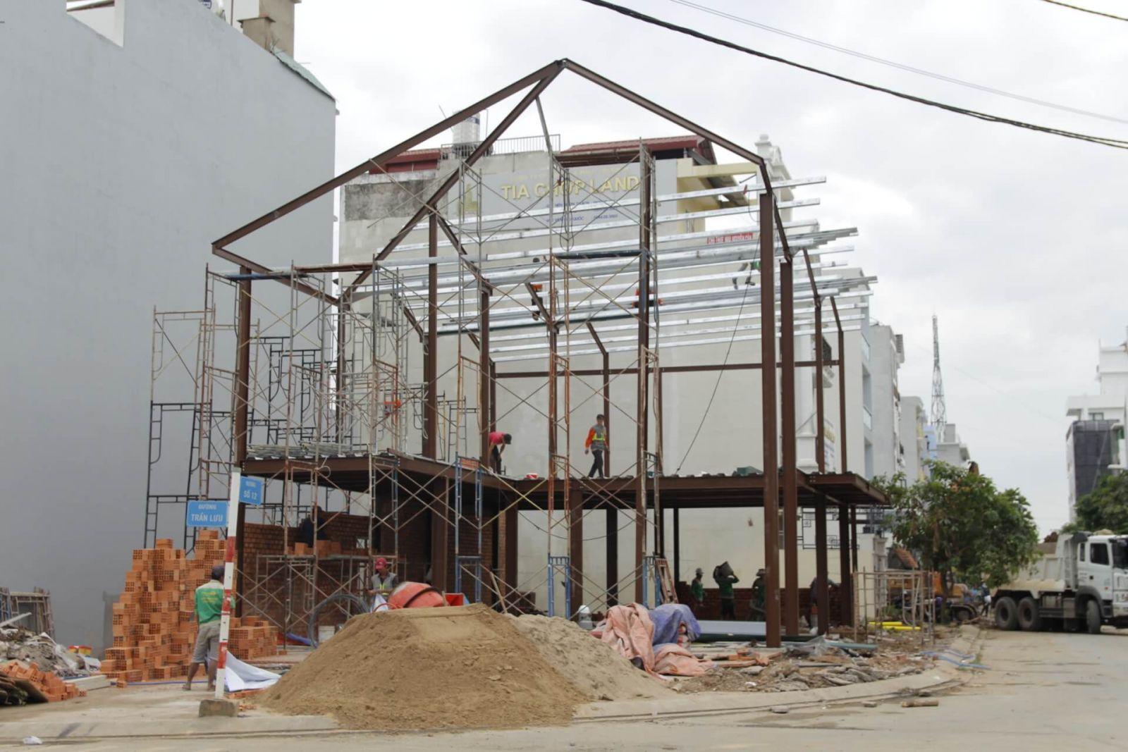 thi công khung nhà thép dự án pcm workshop tại quận 2