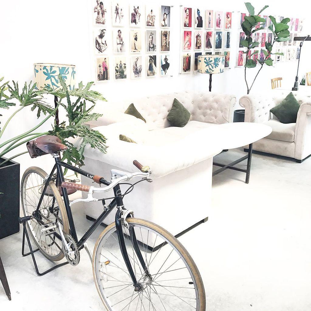 trang trí nội thất quán cafe phong cách bắc âu bằng xe đạp