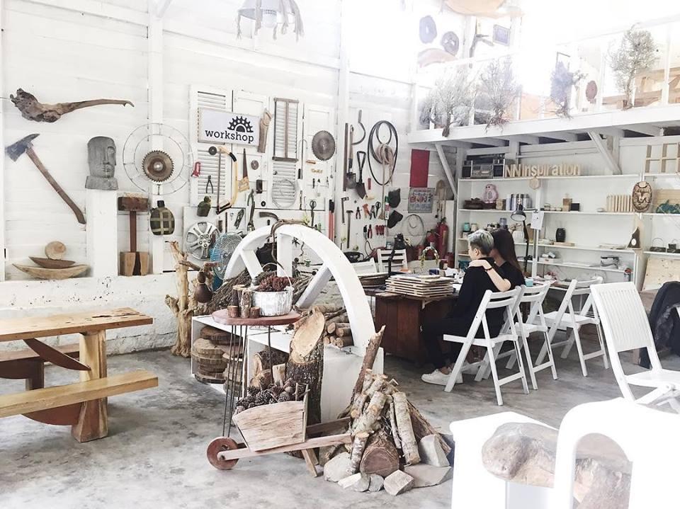 phong cách thiết kế bắc ấu sử dụng cho quán cafe mistyforest