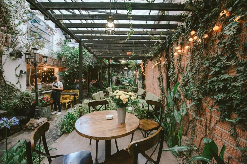 không gian quán cafe thiết kế theo phong cách tropical style
