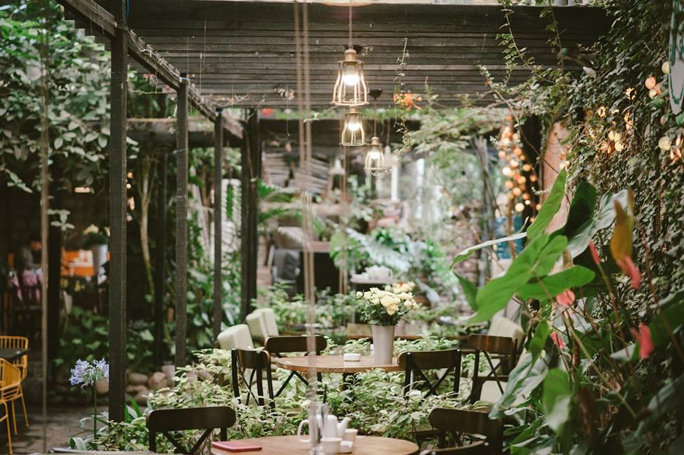không gian quán cafe f coffee shop tại đà lạt
