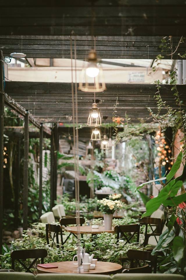 không gian thơ mộng của quán cafe thiết kế theo phong cách nhiệt đới