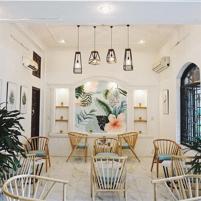 không gian nội thất quán cafe thiết kế phong cách nhiệt đới